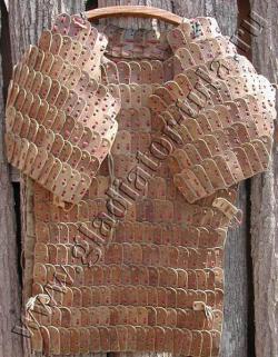 Доспех ламеллярный (ламелляр) - нагрудник с оплечьями, кожаный