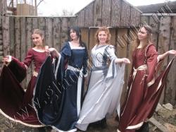 Коллекция женских средневековых костюмов