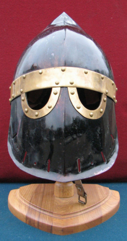 """Шлем рыцарский, тип """"Фригийский колпак"""""""