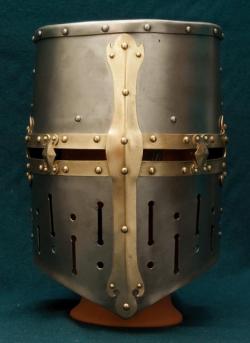 """Шлем рыцарский, тип """"Топфхельм"""" из библии Мациевского"""